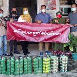 Pejuang Kebaikan Kec Gisting Berikan Nasi Kotak Terhadap Tenaga Kerja Puskesmas Kec Gisting
